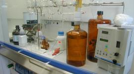 Laboratorio Veritas, analisi manuali sotto cappa