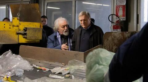 Don Luigi Ciotti visita gli impianti di Eco-ricicli